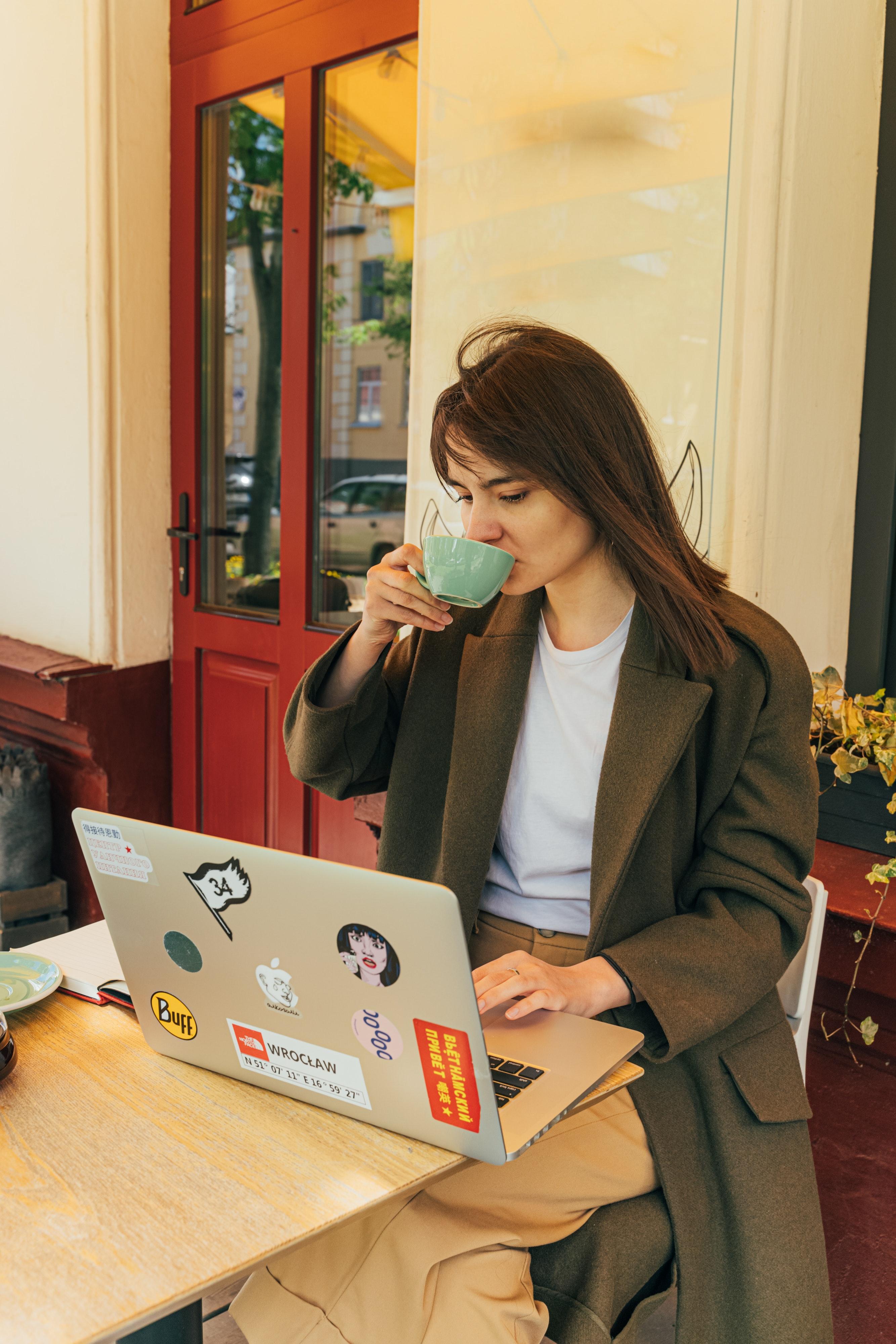 people-woman-coffee-cup-4442093
