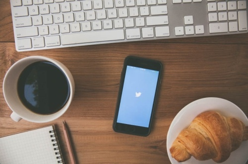 Behind-the-Scenes Look at Twitter's Employee Onboarding Process - by TINYpulse